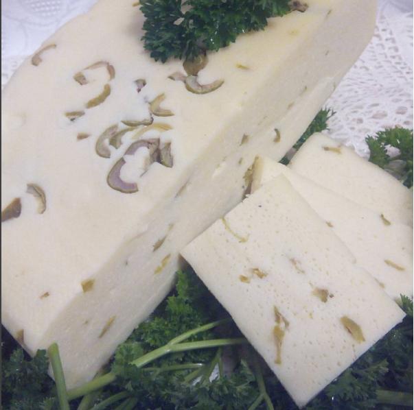 Сыр качотта с оливками